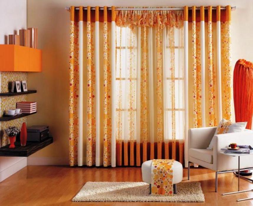 Rèm vải có tông màu cam tươi sáng cho căn phòng