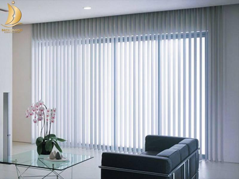 Rèm lá dọc là loại rèm được dùng khá phổ biến cho các văn phòng