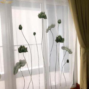 Vải voan thêu sen xanh đẹp cho các ô cửa kính