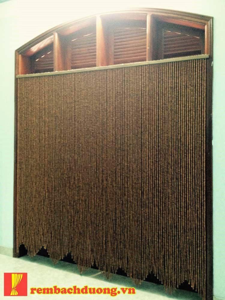 Rèm tran trí cho các ô cửa sổ gỗ