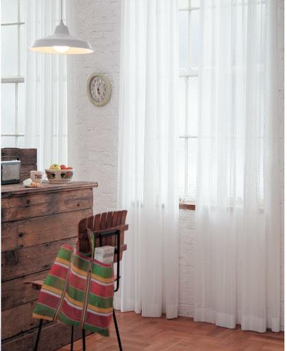 Mành vải voan trắng cho không gian thêm nhẹ nhàng